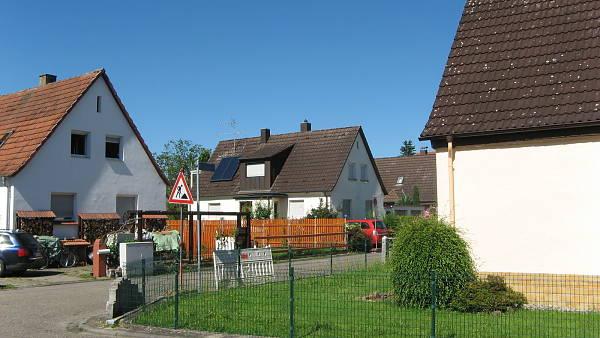 Themenbild: Straße Häuser
