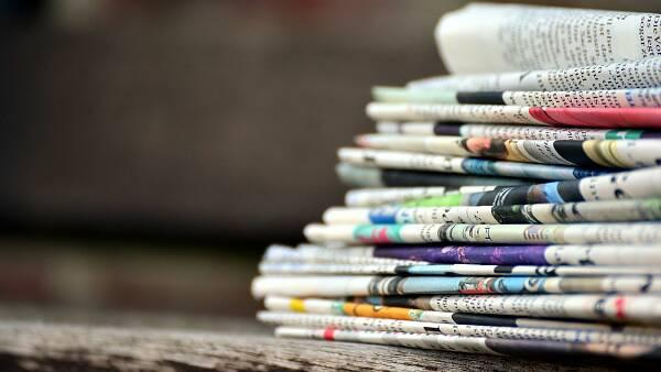 Themenbild: Zeitungsstapel