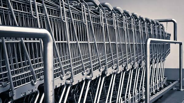 Themenbild: Mehrere Einkaufswagen