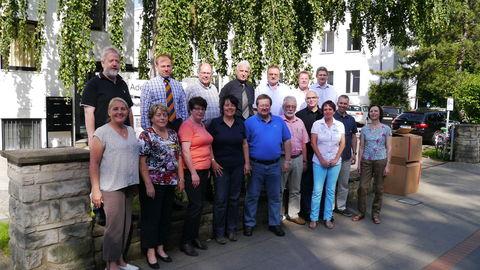Im Sommer 2014 trafen sich die Geschäftsführer des Verbands Wohneigentum in Hannover zu einem Austausch von Erfahrungen und Strategien. Vertreter von elf Landesverbänden, des Bundesverbands und der Familienheim und Garten Verlagsgesellschaft tagten in der