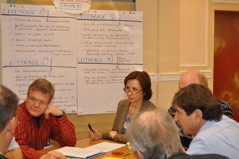 Angeregte Diskussionen beim Strukturtag