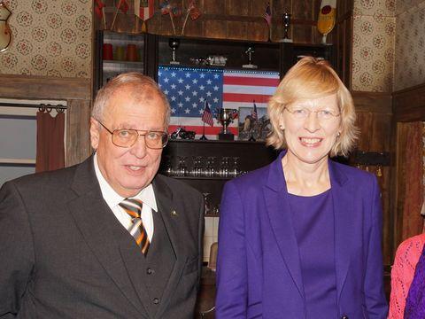 Senatorin Dorothee Stapelfeldt und Vorsitzender Rolf-Rüdiger Seidel
