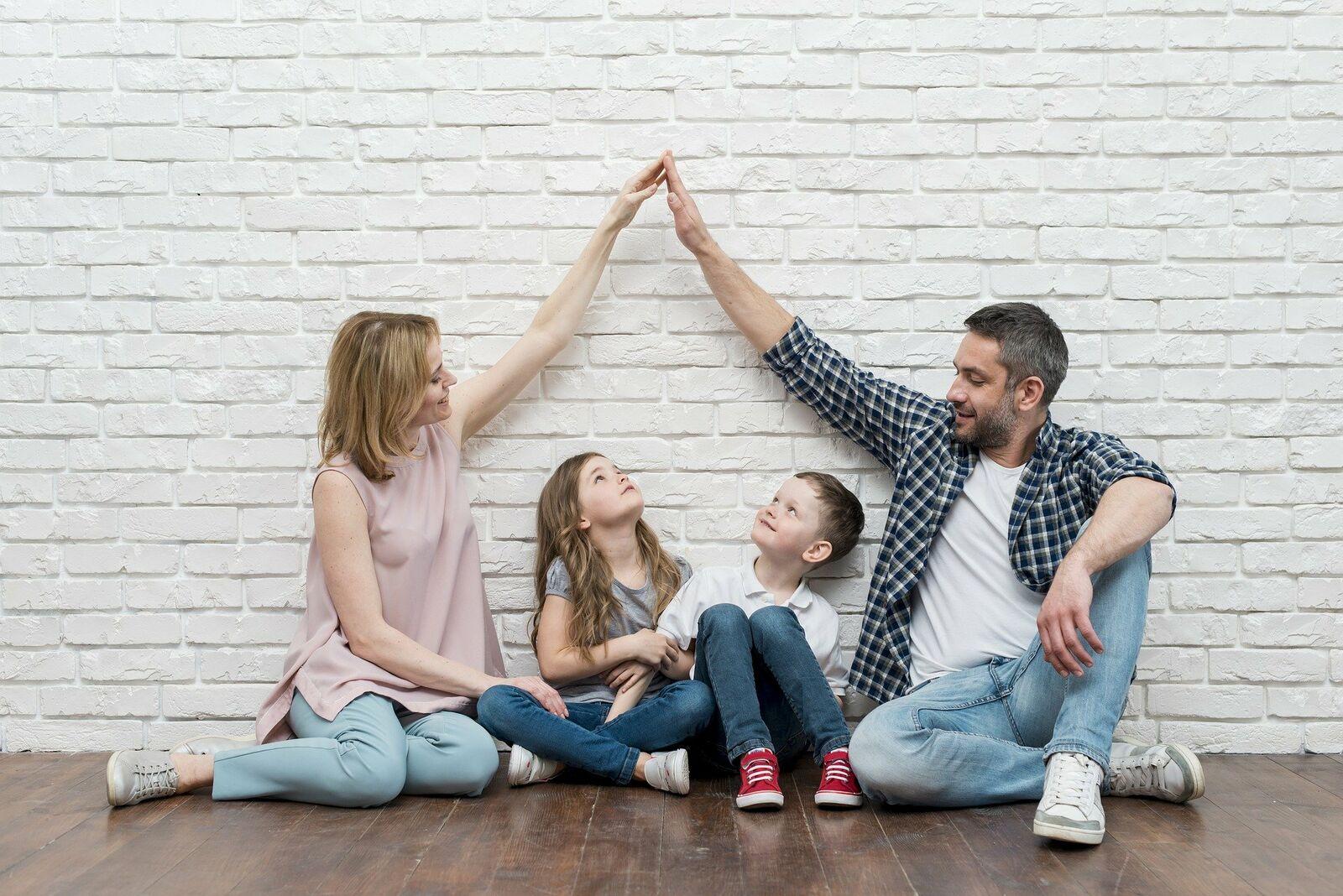 Familie träumt von Haus