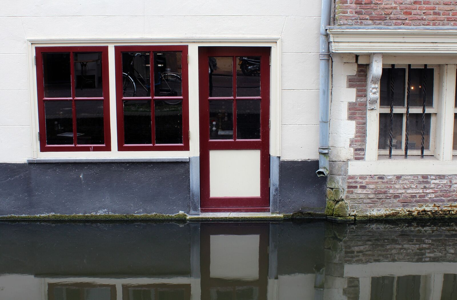 Straße mit Hochwasser