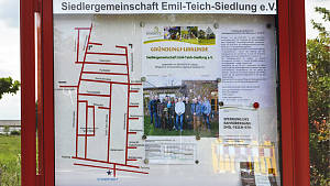 Schautafel am Eingang der Emil-Teich-Siedlung