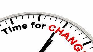Ausschnitt einer Uhr mit Zeigern und der Aufschrift Time for Change