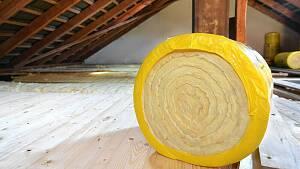 Dämmaterial auf Dachboden