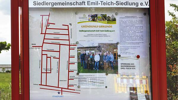 Themenbild: Schautafel am Eingang der Emil-Teich-Siedlung