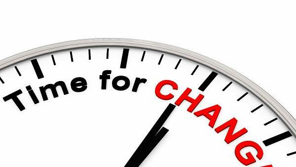 Themenbild: Ausschnitt einer Uhr mit Zeigern und der Aufschrift Time for Change
