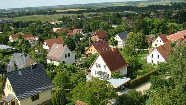 Themenbild: Luftaufnahme einer typischen Siedlung