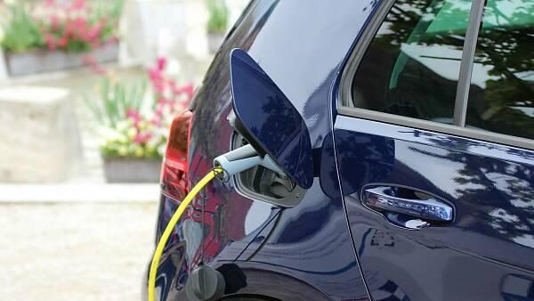 Themenbild: E-Auto an der Ladestation
