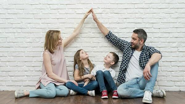 Themenbild: Familie träumt von Haus