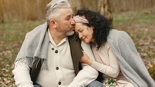 Themenbild: Paar hält zusammen