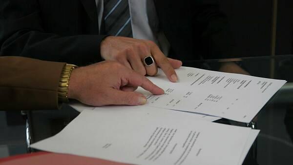 Themenbild: Vertrag unterzeichnen