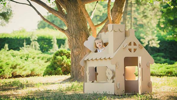 Themenbild: Haus mit Kind