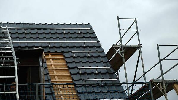 Themenbild: Dachsanierung bei Einfamilienhaus