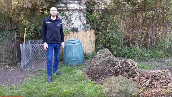 Themenbild: Sven Görlitz vor Kompost