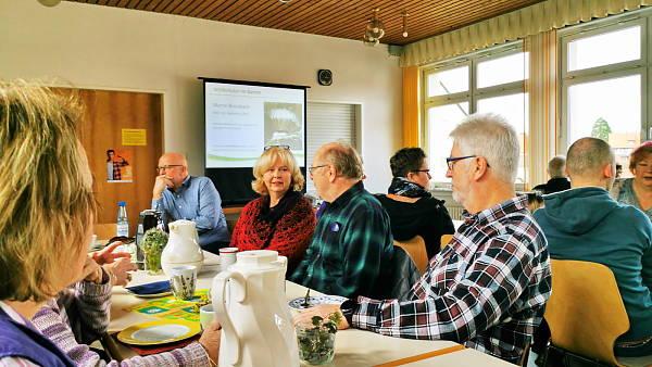 Themenbild: Gäste beim Vortrag