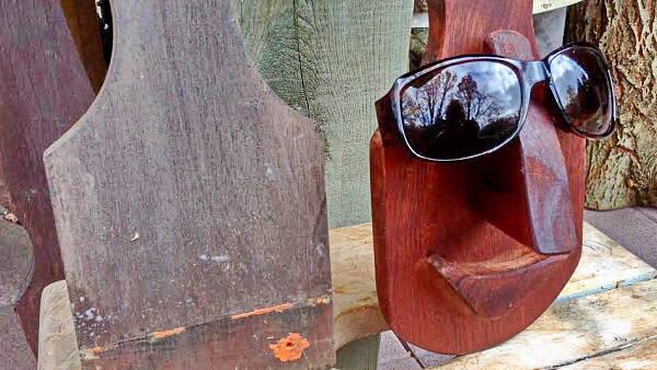 Themenbild: Brillenhalterung