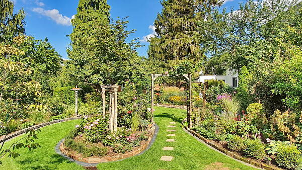 Themenbild: Blick in einen Garten