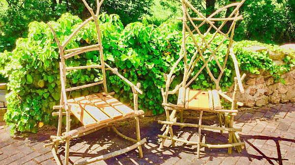 Themenbild: Stuhl aus Wildholz