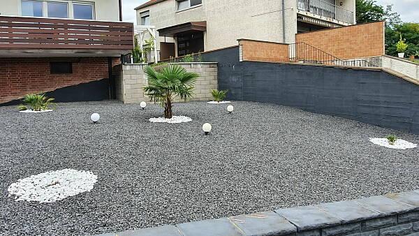 Themenbild: Steinschüttung in einem Vorgarten