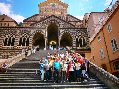 Gruppenfoto vor dem Dom von Amalfi