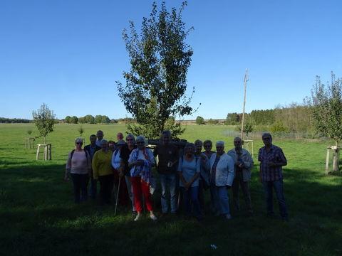 Gruppenfoto unterm Patenbaum