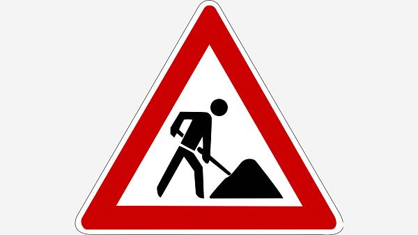 Themenbild: Verkehrszeichen, Bauarbeiter mit Schaufel.