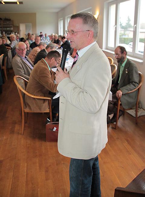 Herr Klaus Kobelt, Verbandsbetreuer der RheinLand- Versicherungen