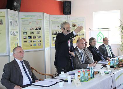 Dr.Heine begrüßt die Delegierten
