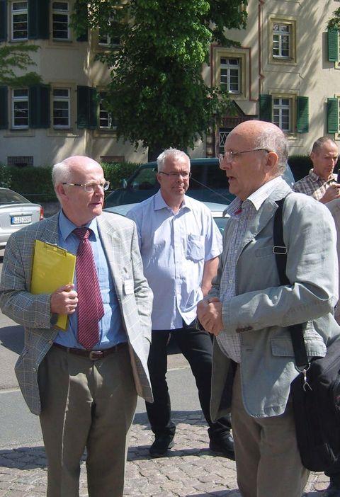 Dr. Preibisch (li.) im Gespräch mit Dr. Hartung (re.)