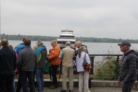 An der Anlegestelle der Personenschifffahrt im Leipziger Neuseenland