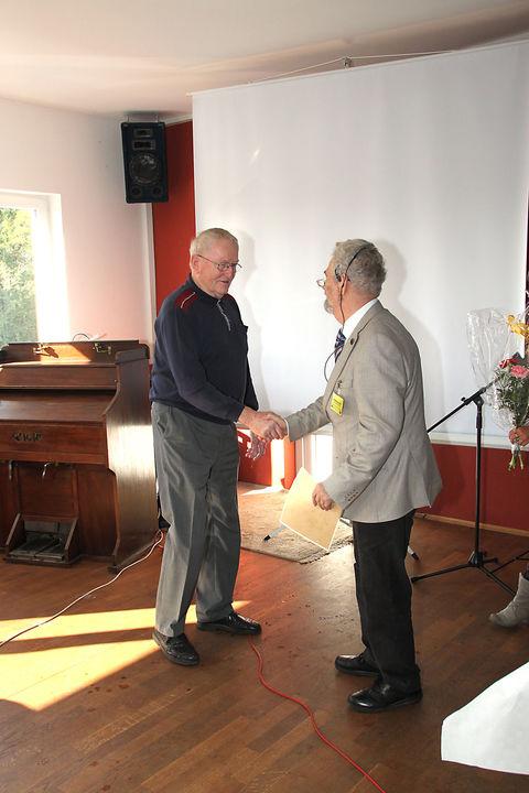 Die Ernennungsurkunde übergab der LVV Dr. W. Heine