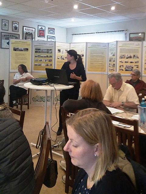 Frau Müller(Presse- und Öffentlichkeitsarbeit) erläutert die Aufgaben der VZ