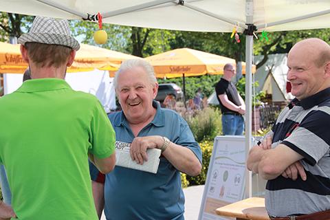 Gespräch mit interessierten Besuchern.