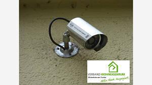 Türen und Fenster der Häuser und Wohnungen sind in der Standardausrüstung für die Ganoven kein nennenswertes Hindernis.