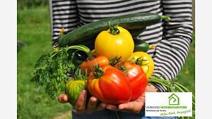 Der Eigenanbau von Obst und Gemüse reduziert den Energieverbrauch für Gewächshäuser, Transport und Kühlung bei erwerbsmäßig produzierten Nahrungsmitteln.