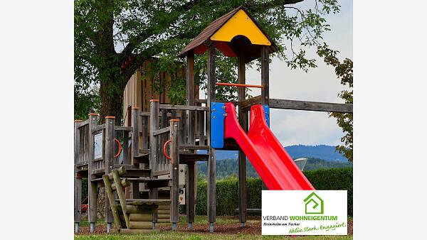 Themenbild: Kinder-Spielgeräte im Garten