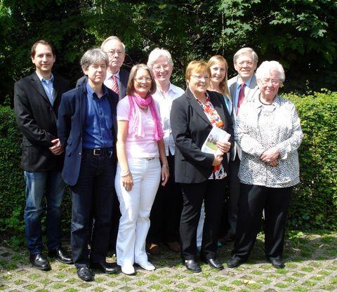 esf-LokalKurier - alter und neuer Vorstand (gemischt) der Siedlergemeinschaft Düsseldorf-Nord 18.5,.2014