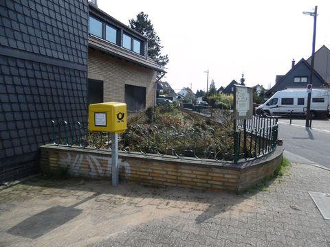 Neuer Postbriefkasten am Sandweg