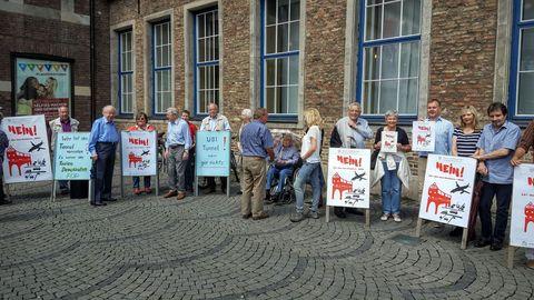 U81 Demo vor dem Rathaus 2.6.16