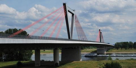 Flughafenbrücke der A 44