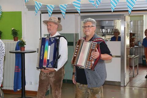 Robert und Michel spielen auf