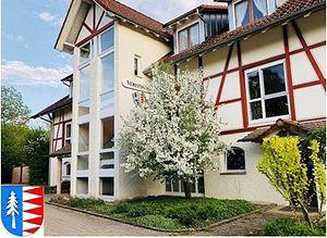 Themenbild: Vereinshaus mit Wappen