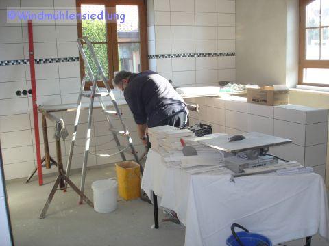 Jörg arbeitet in der künftigen Küche