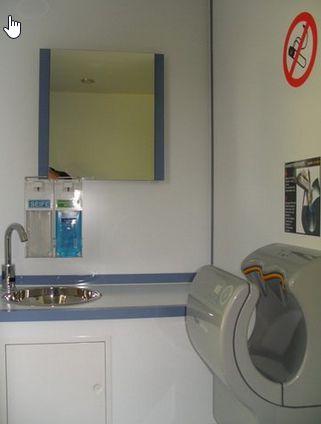 2 x Waschbecken und Dyson Hantrockner