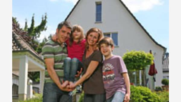 Themenbild: Familie im Garten
